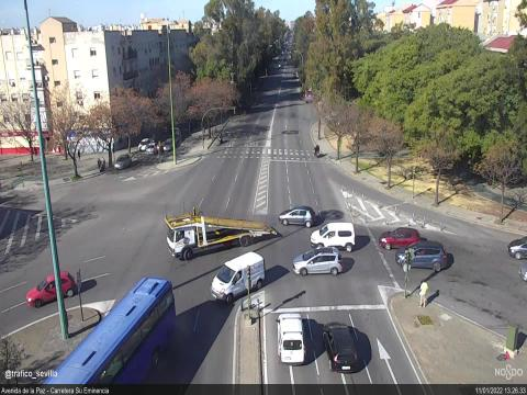Traffic in Avenida de la Paz – Carretera Su Eminencia
